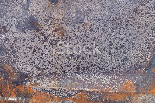 istock Burnt car roof background, texture of rusty metal close up 1323903125