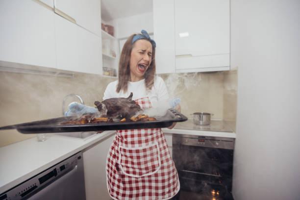 burnt dinner is ready - burned oven imagens e fotografias de stock