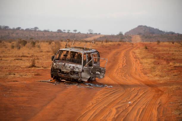 Grillée de minibus sur chemin de terre - Photo