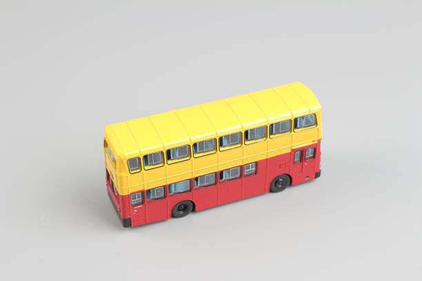 在白色的背景中分離的巴士模型圖像檔