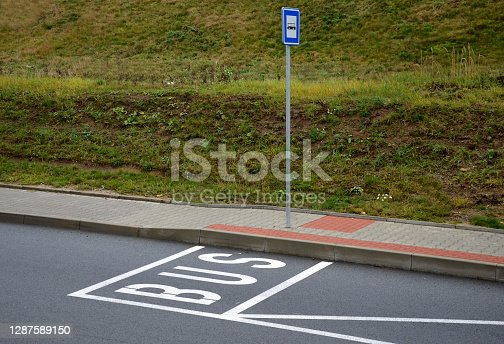 asphalt, bay, black, blind, blindness, bump, bumpy road, bus, concrete, consisting, curb, curbs, edge, fence, floor, gray, guide, horizontal, lawn, lengthwise, line, lines, mulch, parking, passenger, pavement, paving, pebble, pebbles, place, platform, private, raised, reserved, road, rounded, sidewall, sign, speed, station, stop, street, tiled, tilled, tiller, tire, traffic, warning symbol, white, word
