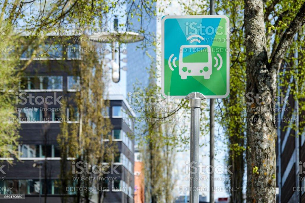 Bushaltestelle für autonome Bus / Auto / Fahrzeug. – Foto