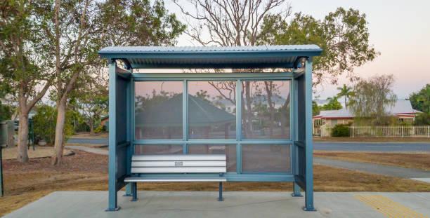 abrigo de paragem de autocarros - banco assento - fotografias e filmes do acervo
