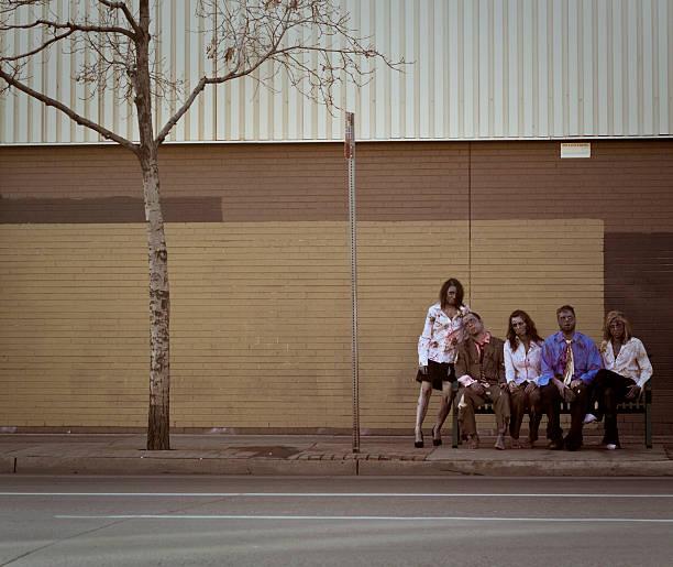 bushaltestelle zombies - plants of zombies stock-fotos und bilder