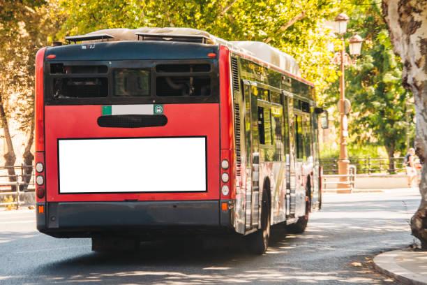 Autobús con billboard - foto de stock
