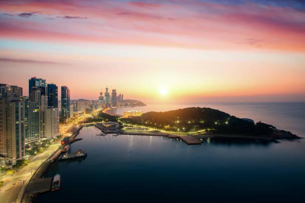 夏の日の出の空と釜山ビーチ - 釜山 ストックフォトと画像
