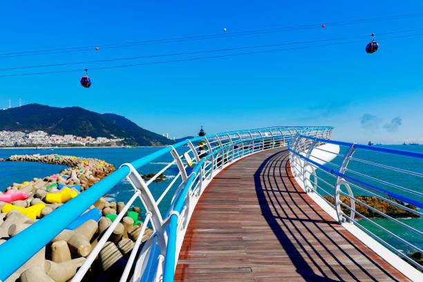 釜山ソンド スカイウォーク、韓国で水の最も長いスカイウォーク。 - 釜山 ストックフォトと画像