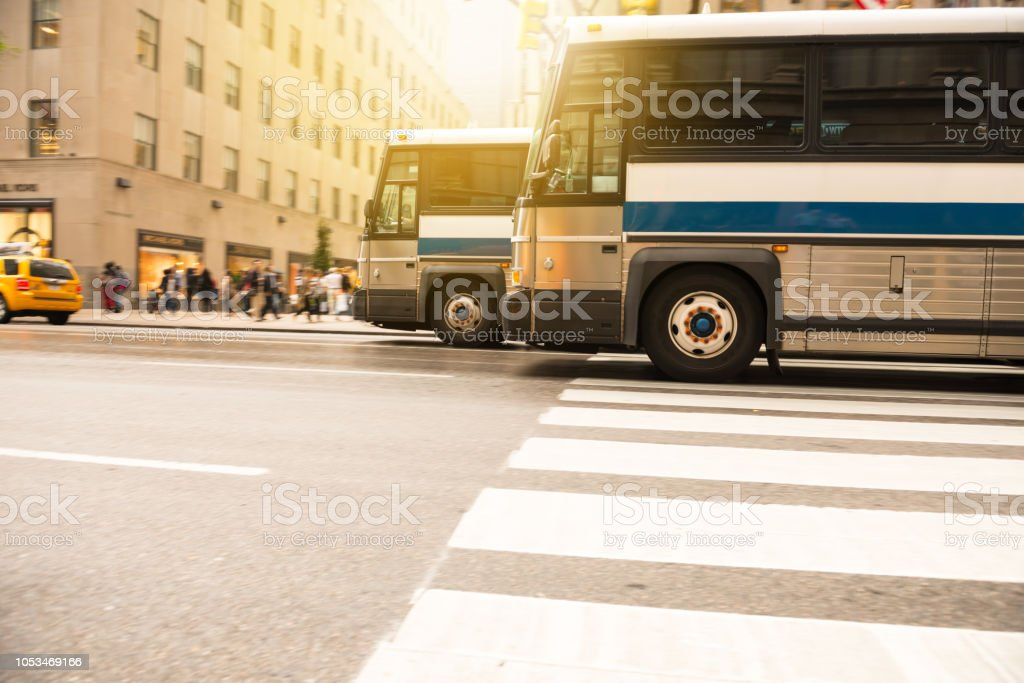 Buses in the city traffic, rush hour, NYC, copy space below - foto stock