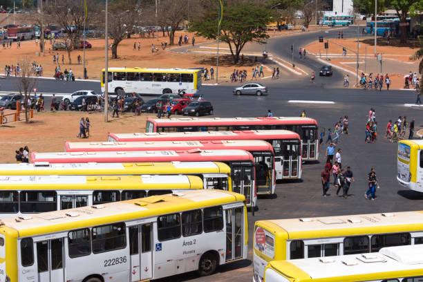 autocarros para transporte público - foto de acervo