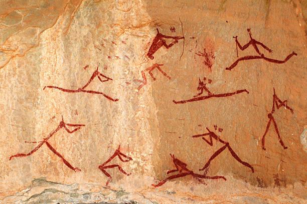 bushmen rock painting - mağara resmi stok fotoğraflar ve resimler