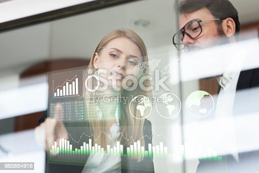istock Busines couple discussing business profit on a modern interface 985884916