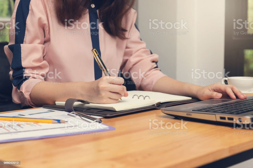 Business and finance concept, Businesswoman discussing sale analysis Chart in coffee shop - Royalty-free Adult Stock Photo
