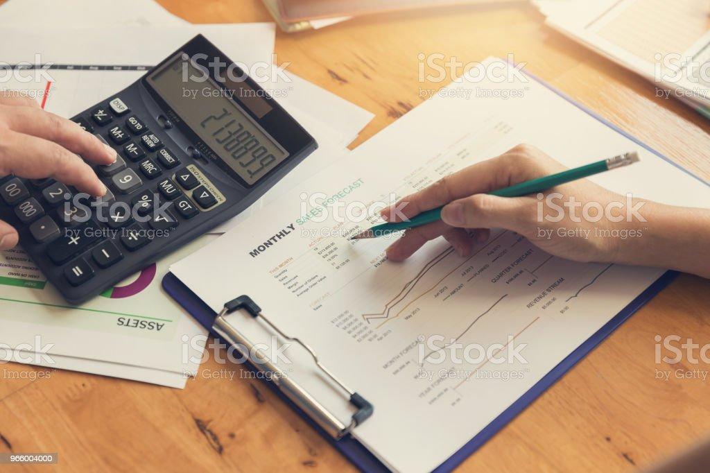 Business en Financiën concept van office werkt, zakenman bespreken verkoop analyse grafiek - Royalty-free Accountancy Stockfoto
