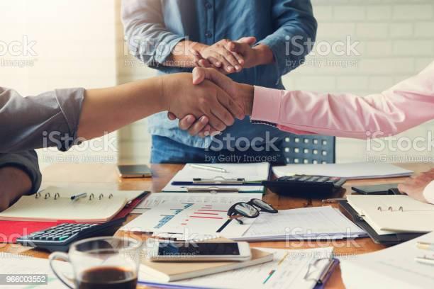 Business And Finance Concept Of Office Working Businessmans Shaking Hands In Meeting Room After Meeting - Fotografias de stock e mais imagens de Acessório Financeiro
