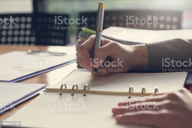 Business And Finance Concept Of Office Working Businesswoman Writing On Notebook — стоковые фотографии и другие картинки Анализировать