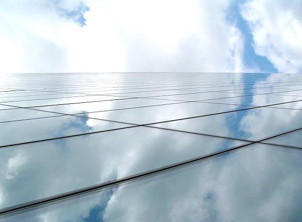 Business-Architektur bilden eine futuristische Glas Horizont und blauer Himmel – Foto