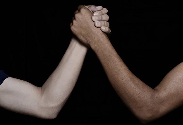 business-arm-ringen - armdrücken stock-fotos und bilder