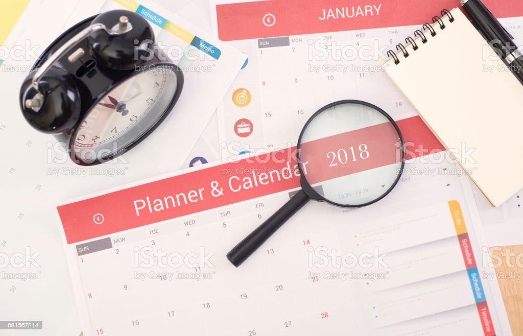 Business Kalender Planer treffen 2018 am Schreibtisch Büro. Organisationsverwaltung erinnern Konzept. – Foto