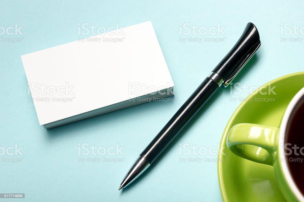 Visitenkarten Blanko über Kaffeetasse Und Stift Im Büro