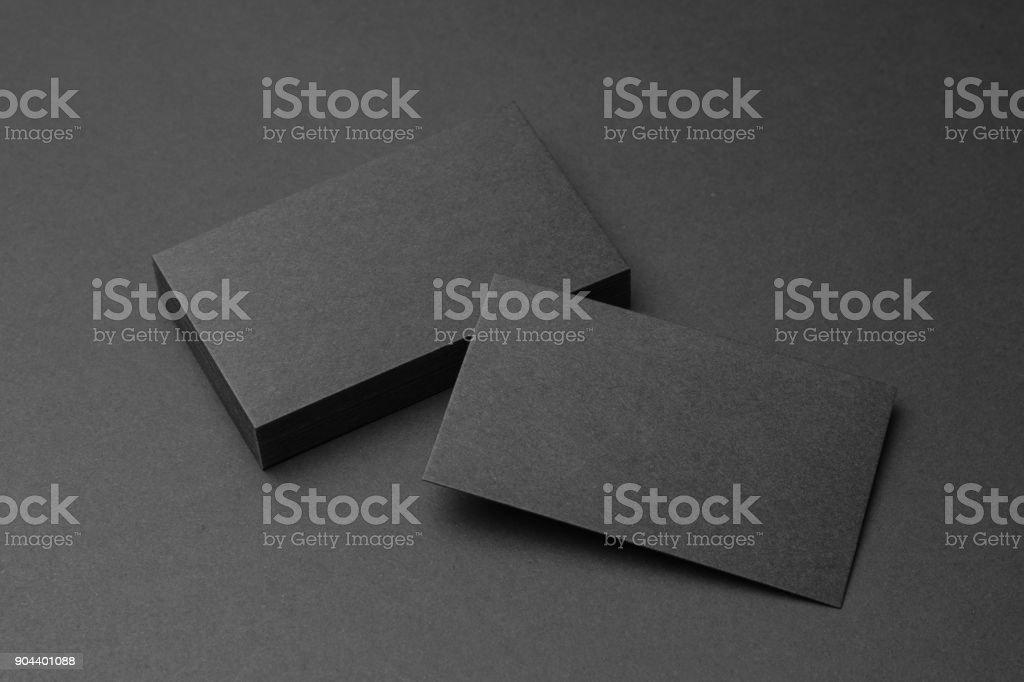 Visitenkarte auf schwarzem Hintergrund – Foto