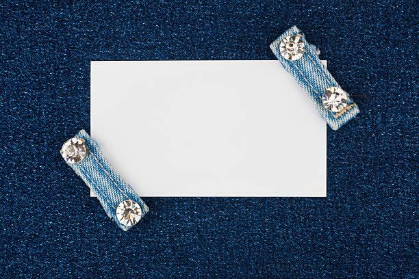 visitenkarte mit zwei riemen jeans mit strasssteinen, - diamanten kaufen stock-fotos und bilder