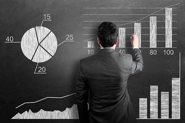 business-chart auf tafel - schulwechsel stock-fotos und bilder