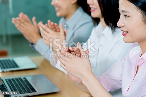 171328775 istock photo business clapping 476780936