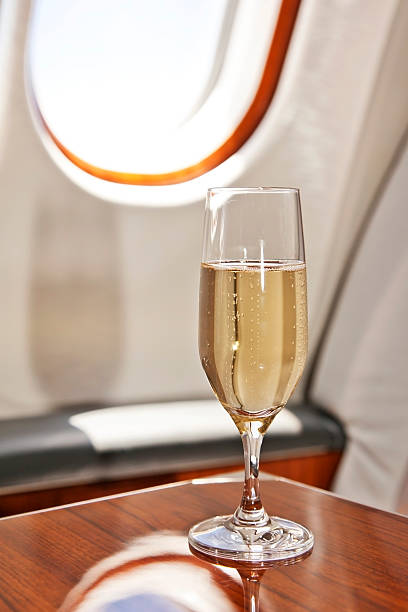 Posto in classe Business con serviti champagne - foto stock