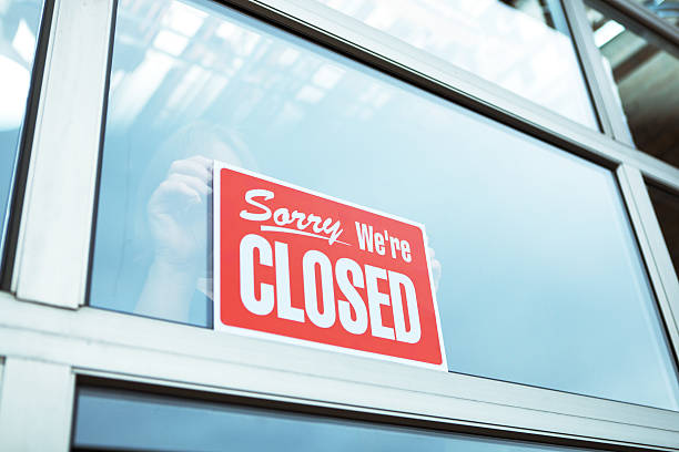 "business closing with ""sorry we're closed"" sign hz - closed stock pictures, royalty-free photos & images"