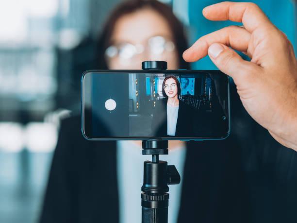 business coaching successful woman interview - statyw zdjęcia i obrazy z banku zdjęć