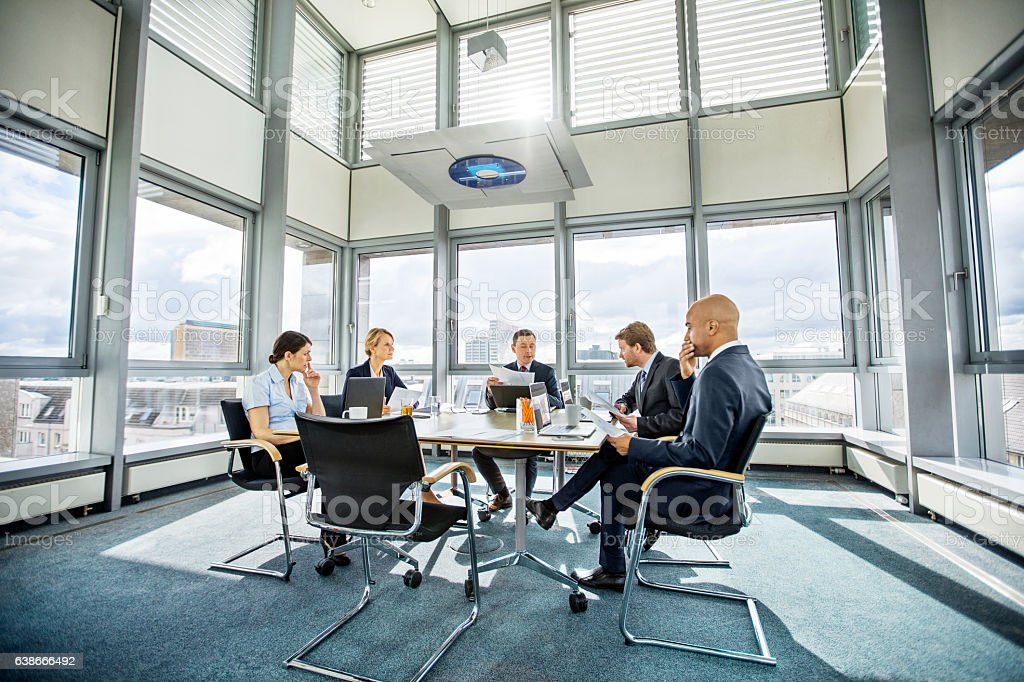 Business colleagues meeting in conference room - foto stock