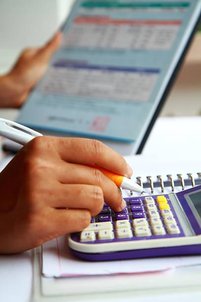 Business Konzept hand analysieren finanzielle Daten – Foto