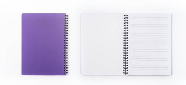 business-konzept - draufsicht sammlung von spirale kraft notebook vorne, lila und weißen offenen seite isoliert auf hintergrund für mock-up - lila waffe stock-fotos und bilder
