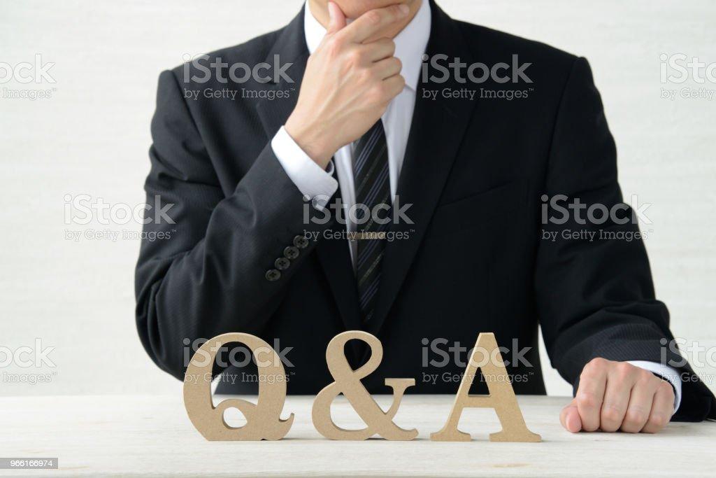 Affärsidéer, frågor och svar - Royaltyfri Affärsman Bildbanksbilder