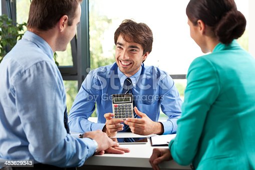 155279487 istock photo Business consulting 483629343