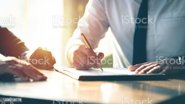 Contract Ondertekening Van Het Bedrijf Stockfoto en meer beelden van Advocaat - Juridisch beroep