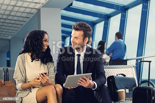 istock Business couple at the airport 490994291