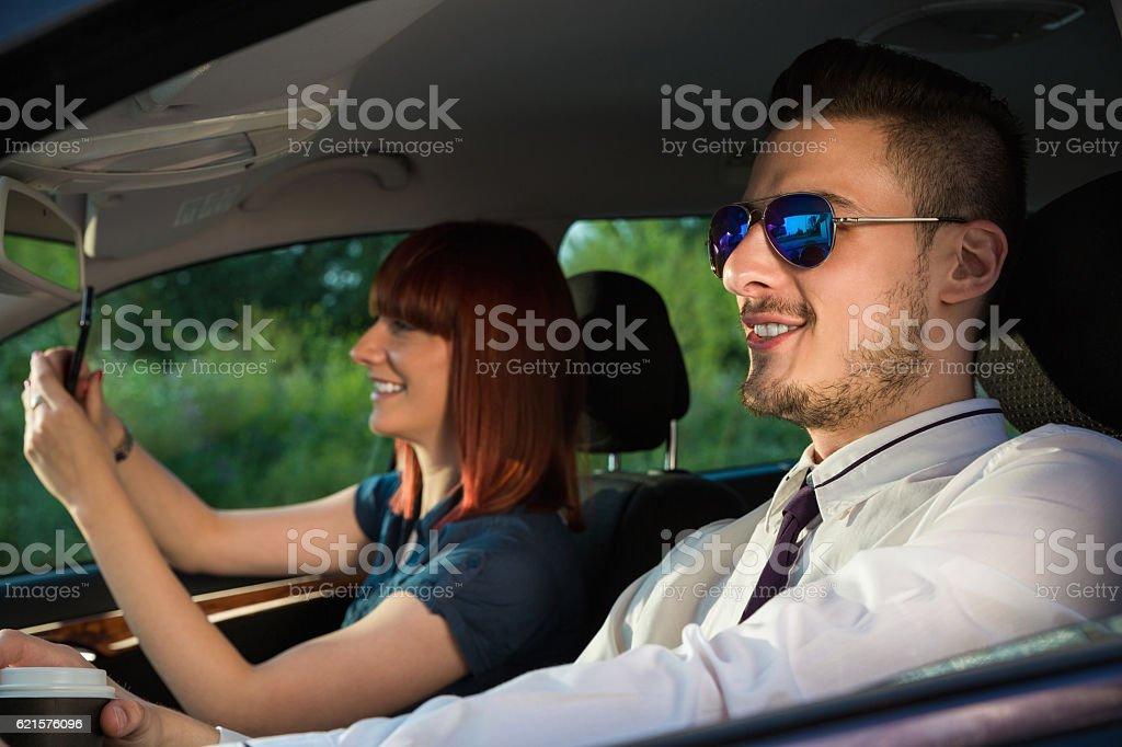 Affaires Couple en voiture photo libre de droits