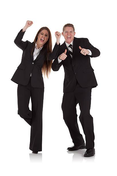 Pareja gritar en lugares de negocios - foto de stock