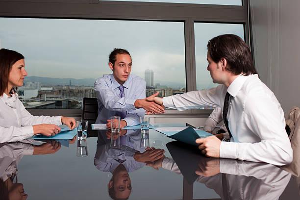 business deal between businesspeople - adam hand god bildbanksfoton och bilder