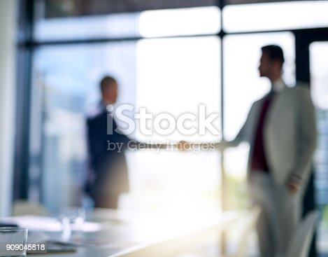 istock Business deals that suit them both 909045818