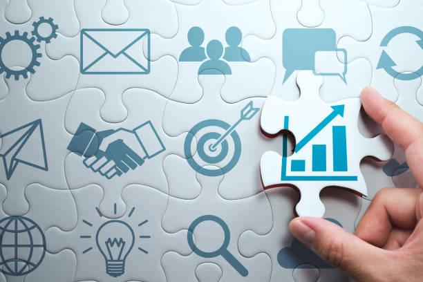 business development concept. het vinden van een oplossing voor groei. - raadsel stockfoto's en -beelden