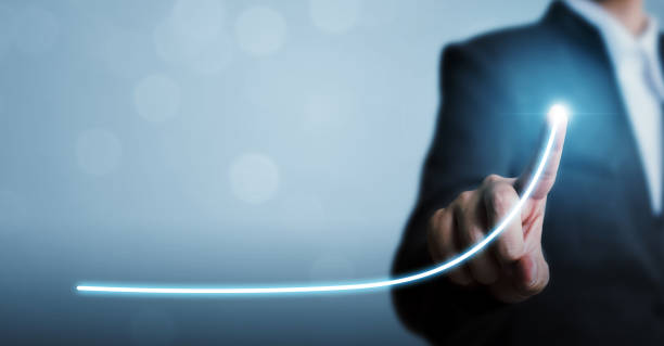 Geschäftsentwicklung zum Erfolg und wachsendes jährliches Umsatzwachstumskonzept, Geschäftsmann zeigt Pfeil-Diagramm Unternehmens-Zukunftswachstumsplan – Foto