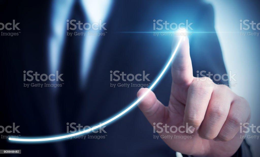 Geschäftsentwicklung für Erfolg und wachsende jährliche Einnahmen Wachstumskonzept, Businessman pointing Pfeil Diagramm künftige Unternehmenswachstum plan Lizenzfreies stock-foto