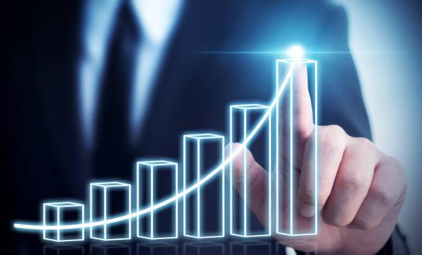 Geschäftsentwicklung für Erfolg und wachsende jährliche Einnahmen Wachstumskonzept, Businessman pointing Pfeil Diagramm künftige Unternehmenswachstum plan – Foto
