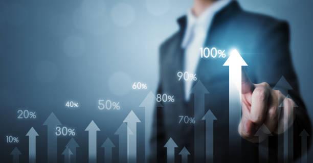 Geschäftsentwicklung für Erfolg und wachsende Wachstumskonzept. Unternehmer-Pfeil graph künftige Unternehmenswachstum Plan und Prozentsatz zu erhöhen – Foto