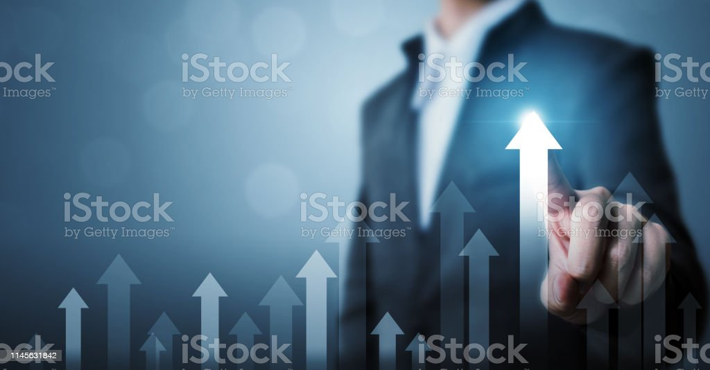Business development to success and growing growth concept. Businessman pointing arrow graph corporate future growth plan and increase percentage - Royalty-free Adulto Foto de stock