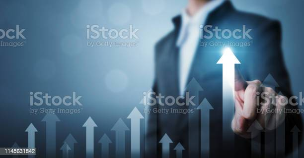 Business Development To Success And Growing Growth Concept Businessman Pointing Arrow Graph Corporate Future Growth Plan And Increase Percentage - Fotografias de stock e mais imagens de Adulto