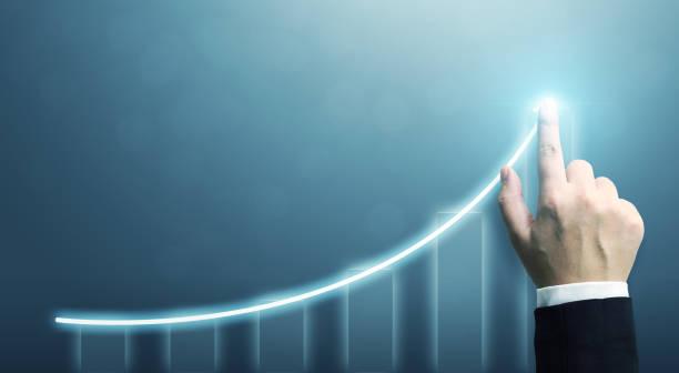 Geschäftsentwicklung zum Erfolg und wachsendes Wachstumskonzept, Geschäftsmann zeigt Pfeil-Diagramm Unternehmens-Zukunftswachstumsplan – Foto