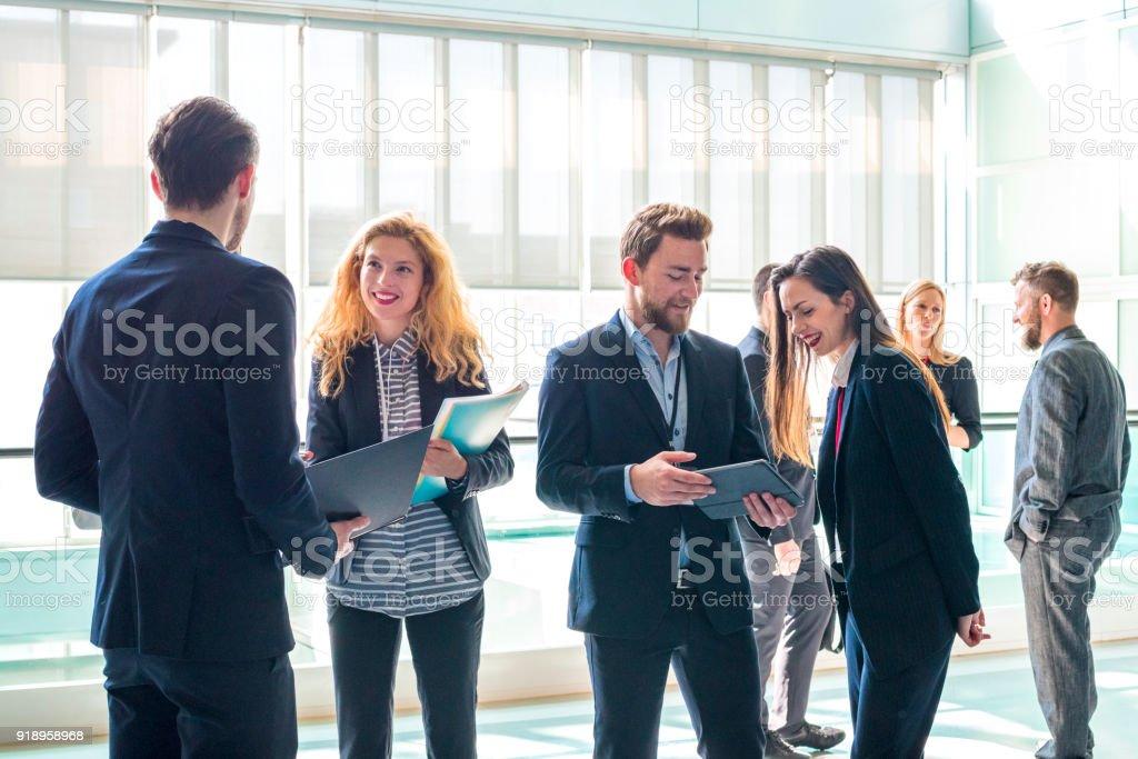 Conversaciones de negocios - foto de stock